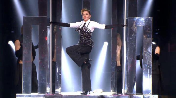 Madonna em Vogue no MDNA Tour Olympia - Paris - França