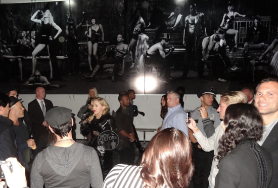 Madonna tenta fazer um segundo discurso, sem sucesso