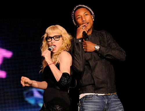 Pharrell Williams e madonna durante o álbum hard candy e sticky & sweet tour