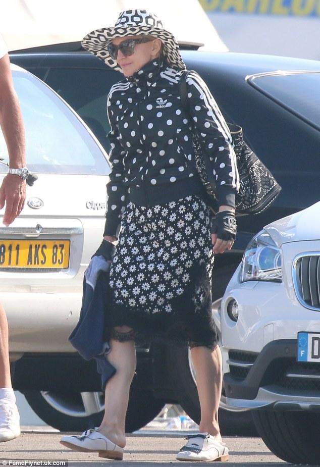 Madonna em Cannes, França, aniversário 56 anos 1