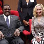 Madonna e o Presidente do Malawi Peter Mutharika1