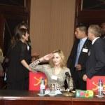 Madonna e o Presidente do Malawi Peter Mutharika15