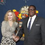 Madonna e o Presidente do Malawi Peter Mutharika4