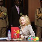 Madonna e o Presidente do Malawi Peter Mutharika5