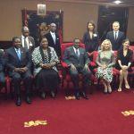 Madonna e o Presidente do Malawi Peter Mutharika8