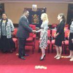 Madonna e o Presidente do Malawi Peter Mutharika9