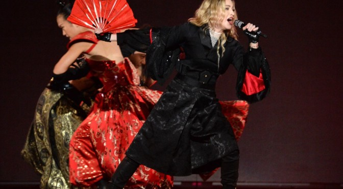A Rebel Heart Tour, de Madonna, é uma extravagância visual